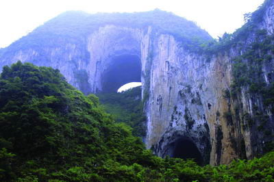 —格凸河穿洞风景区—长顺—重庆  景点安排:  格凸河,杜鹃湖